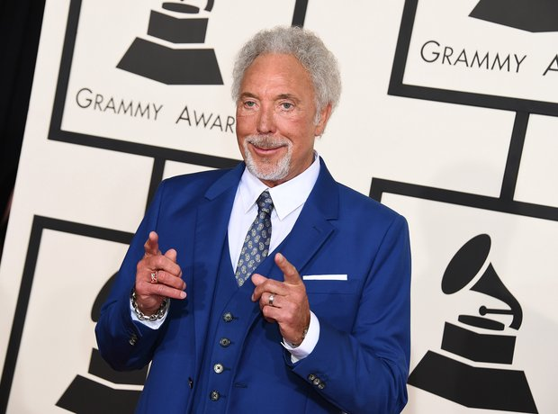 Tom Jones arrives at the Grammy Awards 2015